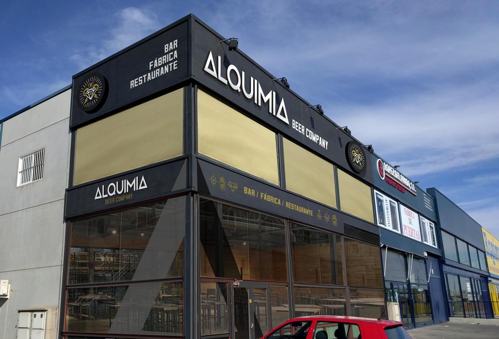 identidad corporativa Alquimia Beer Company ficticio exterior
